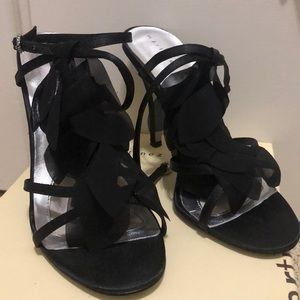 Martinez Valero 7.5 women's black satin shoes